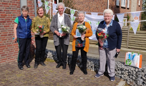Vijf jubilarissen Vrouwen van Nu in het zonnetje
