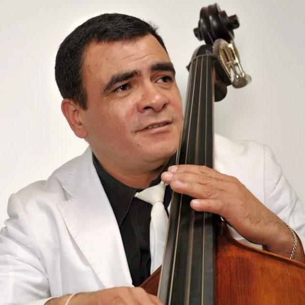Pedro Luis met CANEY